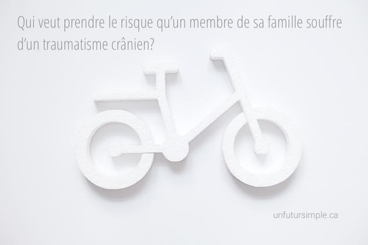 Vélo avec citation relative à la durée de vie des casques : Qui veut prendre le risque qu'un membre de sa famille souffre d'un traumatisme crânien?