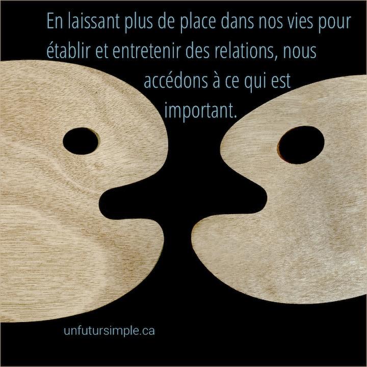 Deux palettes de peinture avec citation : En laissant plus de place dans nos vies pour établir et entretenir des relations, nous accédons à ce qui est important.