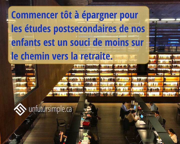 Citation : Commencer tôt à épargner pour les études post-secondaires de nos enfants est un souci de moins sur le chemin vers la retraite. En arrière-plan: une bibliothèque avec étudiants au travail.