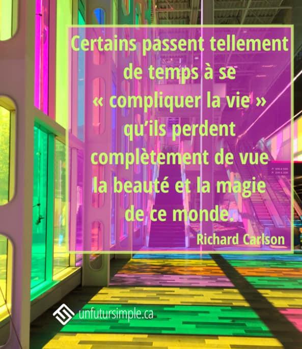 """Citation de Richard Carlson: Certains passent tellement de temps à se """"compliquer la vie"""" qu'ils perdent complètement de vue la beauté et la magie de ce monde. Reflets de couleurs vives sur le plancher du Palais des congrès de Montréal."""