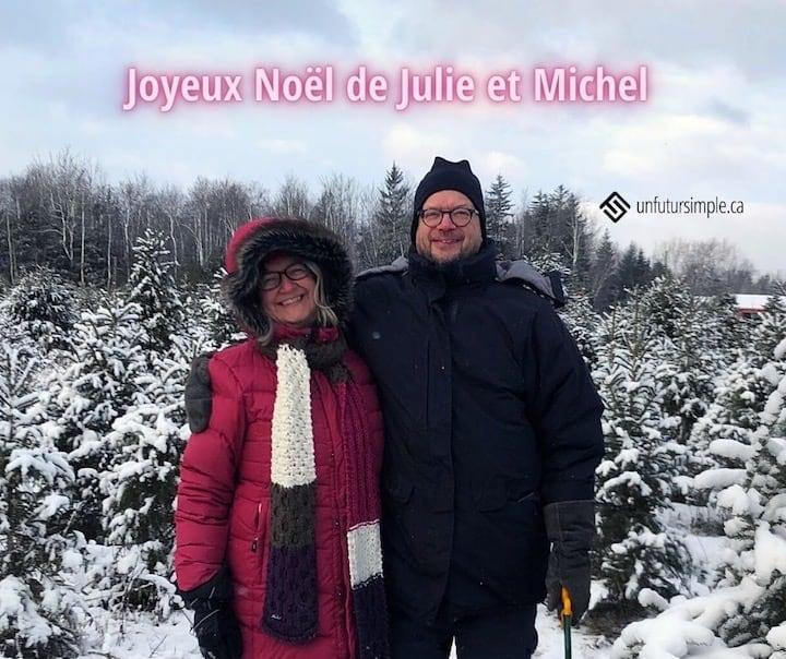 Citation relative aux 25 billets les plus populaires en date de Noël 2020: Joyeux Noël de Julie et Michel. Arrière-plan: Julie et Michel dehors l'hiver dans une pépinière d'arbres de Noël