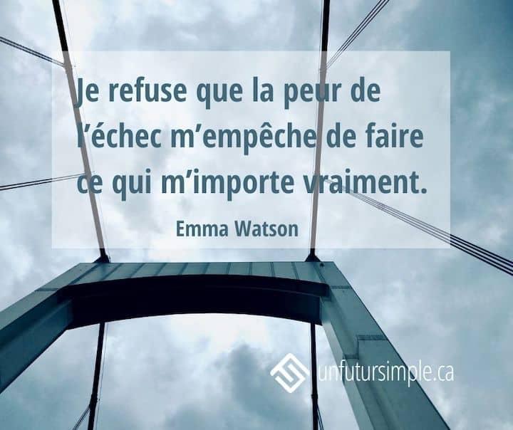 Citation de Emma Watson: Je refuse que la peur de l'échec m'empêche de faire ce qui m'importe vraiment. Arrière-plan: Vue en contre-plongée des fils du pont Champlain sur fond nuageux.