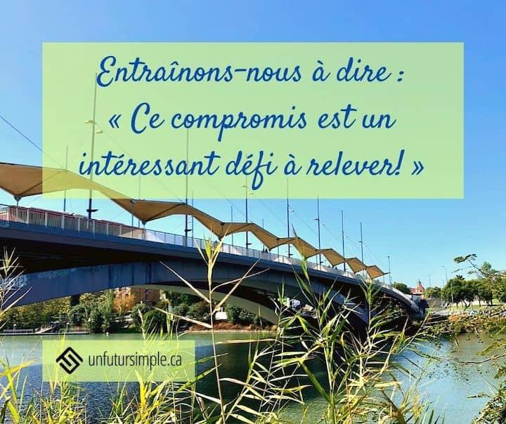 Citation relative aux choix minimalistes : Entraînons-nous à dire : « Ce compromis est un intéressant défi à relever! » Arrière-plan : pont avec parasols à Séville