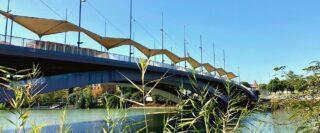 Pont avec parasols à Séville