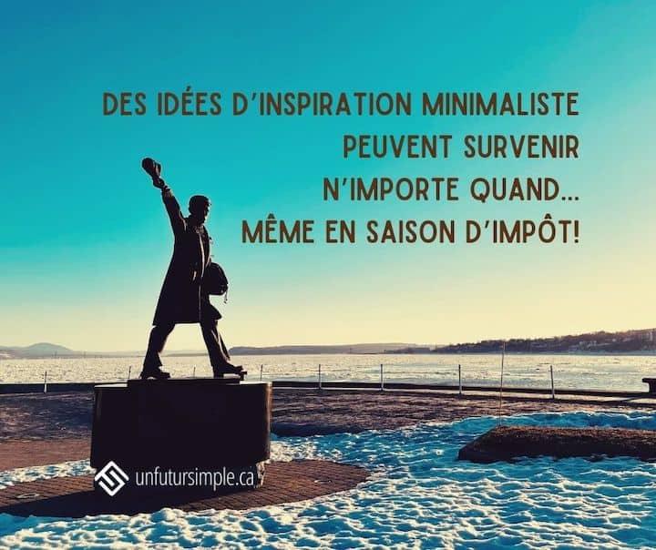 Citation relative à impôt: Des idées d'inspiration minimaliste peuvent survenir n'importe quand… même en saison d'impôt! Arrière-plan: Statue à la mémoire des marins de la marine marchande dans le port de Québec
