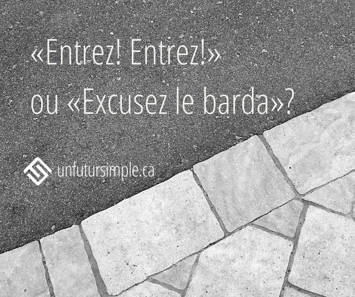 Citation relative à désencombrer l'entrée: «Entrez! Entrez!» ou «Excusez le barda»? Arrière-plan: pavés unis et asphalte.